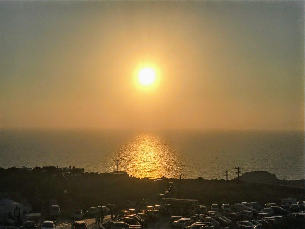 Por do sol no estacionamento