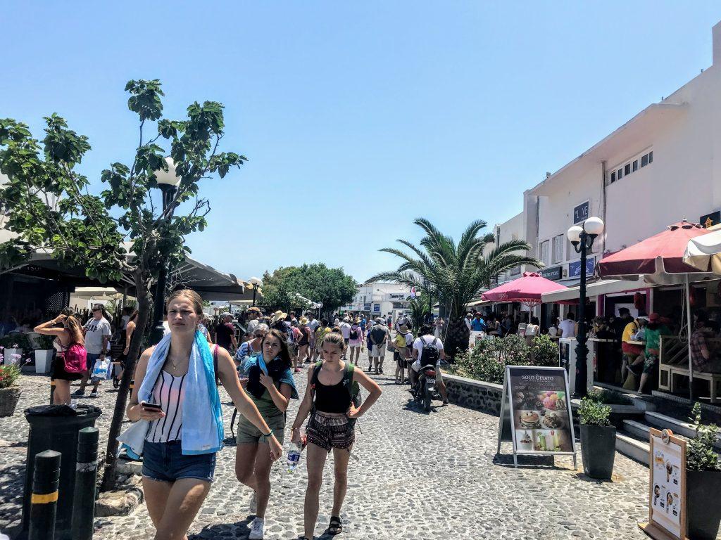Rua principal de Fira
