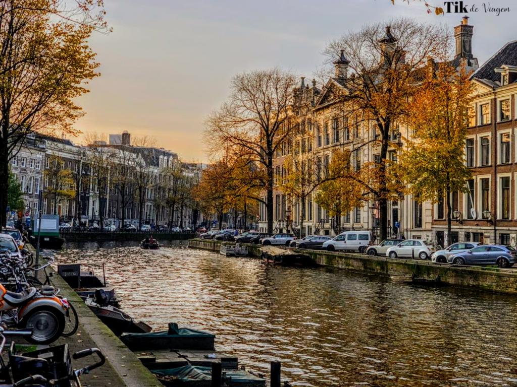 Pelos canais de Amsterdam